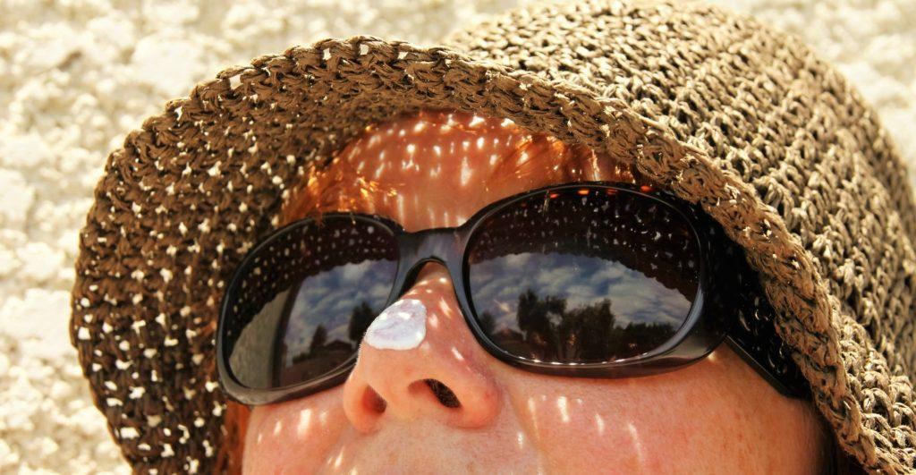 chapeau lunettes soleil